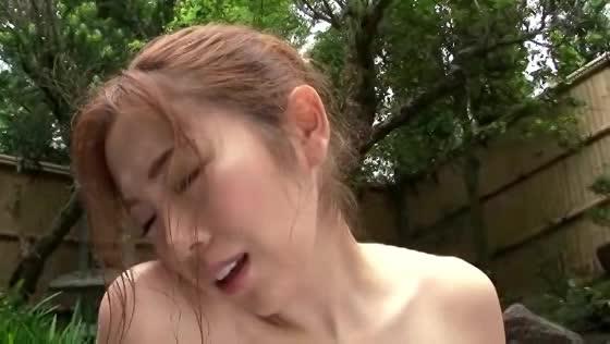 露天風呂で寝取られフェラさせられる人妻 小川あさ美