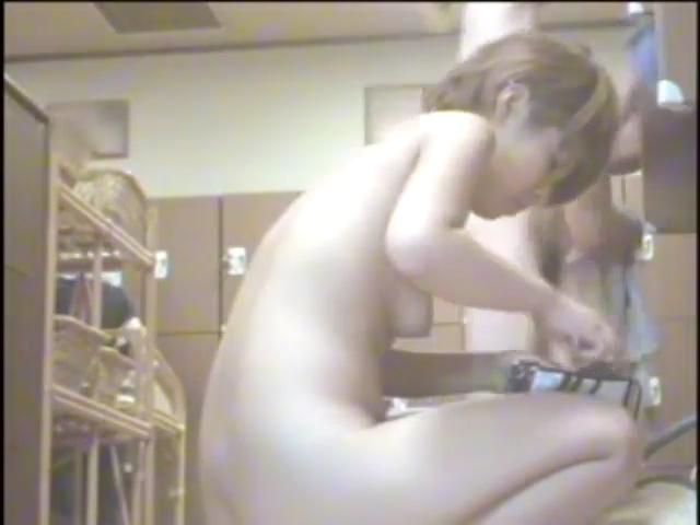 【ライブチャットレズ動画】ネカフェの個室ブースで全裸に